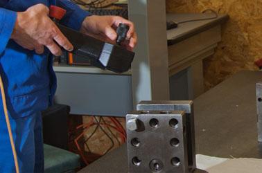 Medizinische Instrumente mit Diamantbeschichtung und Laserbeschriftung, Fräs- und Drehteilen für die Industrie